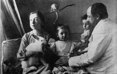 Vera Khlebnikova (on the left) with her father V.A. Khlebnikov